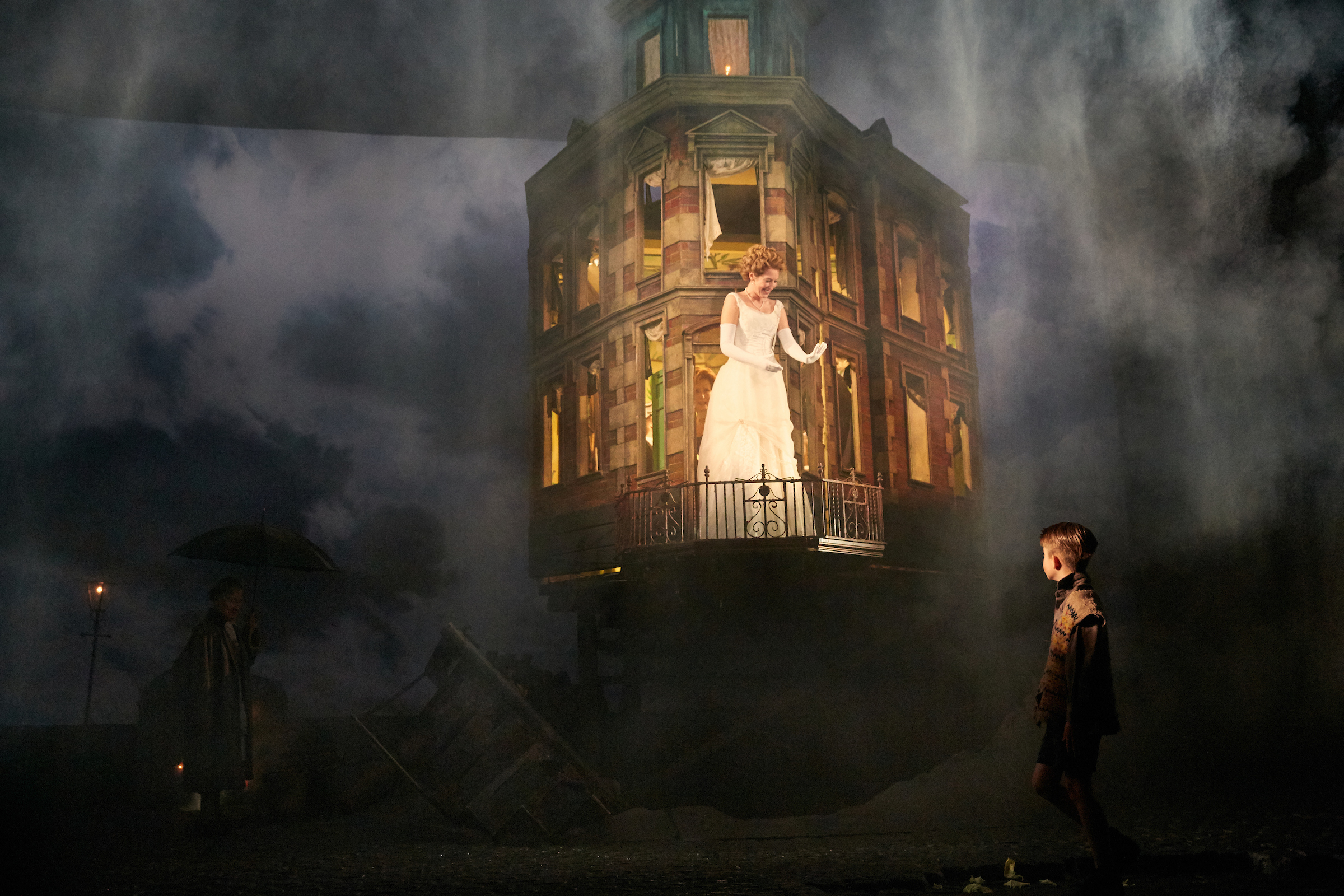 an-inspector-calls-at-the-playhouse-theatre-photo-by-mark-douet-_28