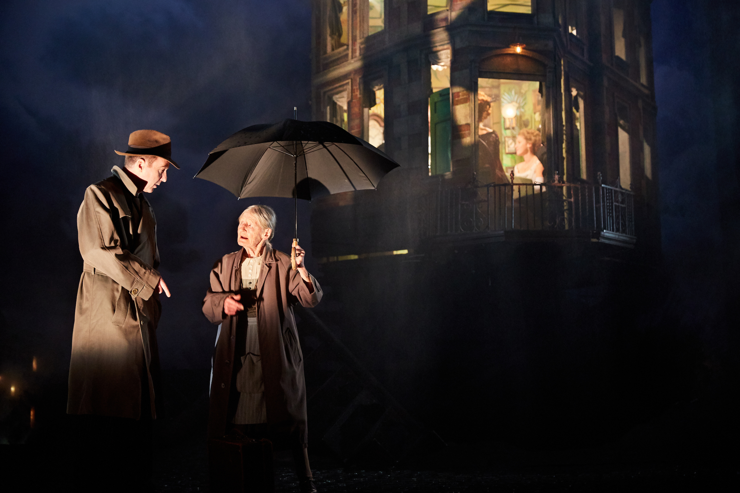 an-inspector-calls-at-the-playhouse-theatre-photo-by-mark-douet-_29