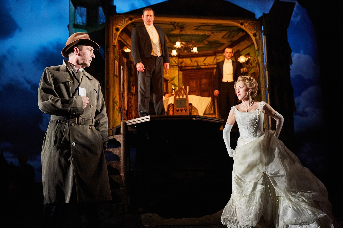 an-inspector-calls-at-the-playhouse-theatre-photo-by-mark-douet-_31-small
